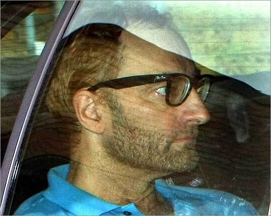 A close-up of 'Clark Rockefeller' through the window of a Boston Police Department cruiser after he arrived in Boston on Aug. 5, 2008.