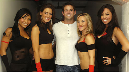 Jeff Timmons with Static Noyze dancers (from left) Dinna Yap, Leah Kreiger, Tanya Croteau, and Briana Lee.