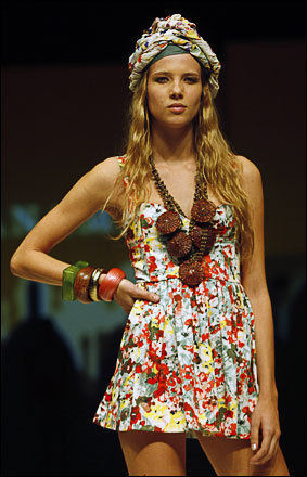 A model displays a creation from Argentine designer Wanama during Buenos Aires Fashion Week, August 20 , 2008.