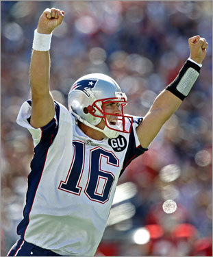 Season review For the season, he led the Patriots to an 11-5 record, throwing 21 touchdowns and 11 interceptions.