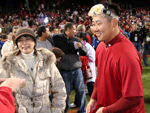 Matsuzaka (right) and his wife Tomoyo celebrated the win on the field after Game 4.