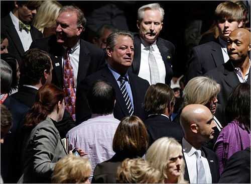Nobel Prize winner Al Gore, a native and former senator of Tennessee, arrived at the debate.