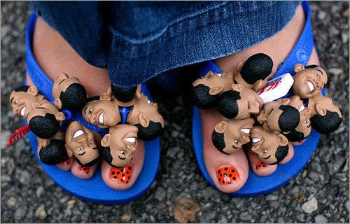 Tiny Obama figures decorated this guest's flip-flops.
