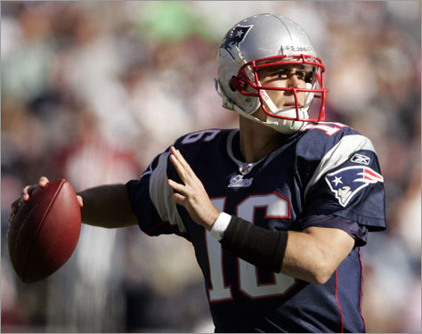 Patriots quarterback Matt Cassel looked to pass against the St. Louis Rams in the first quarter at Gillette Stadium on Sunday.