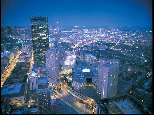 2. Rise to the Top after a snowfall You'll want to time it before the snowplows do their thing in the city streets, but what better view of Boston might there be following a snowstorm than at the Top of the Hub ? You can either do the skywalk observatory ($12 adults/$8 children/$10 students and seniors) or you can warm up with the restaurant's warm chocolate cake ($10) and a cup of coffee or tea.