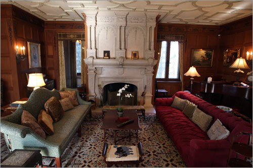 The carvers worked meticulously inside as well, exquisitely detailing ceilings, columns, and fireplace surrounds. The main living area is seen here.
