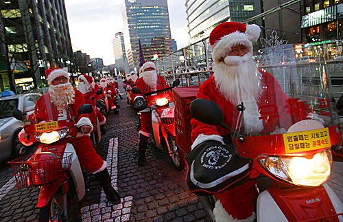 Postmen dressed in Santa Claus costumes rode delivery motorcycles on Dec. 22 in Seoul, South Korea.