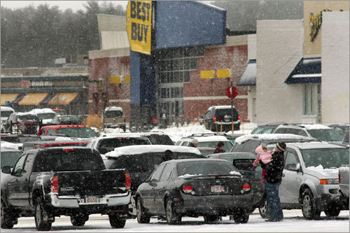 Falling snow didn't keep shoppers away from the Independence Mall in Kingston on Sunday.