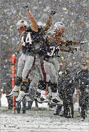 Patriots running back Kevin Faulk (No. 33) and teammates celebrated after his second quarter touchdown put New England ahead 21-0 against Arizona on Dec. 21.