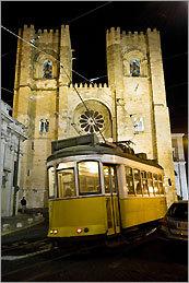 An eléctrico passes Sé de Lisboa cathedral.