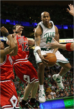 Boston's Stephon Marbury passed the ball as was being pressured by Kirk Hinrich (12).
