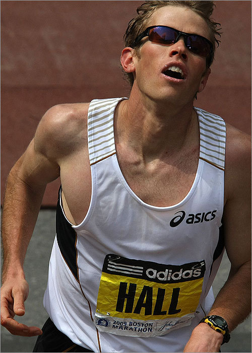 American Ryan Hall finished in third place with a time of 2:09:40. Americans took third in both the men's and women's races.