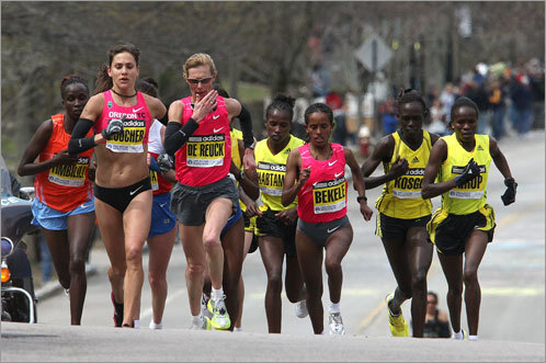 The elite women started strong, and a large group of runners remained in a pack at the front as the race entered Boston.