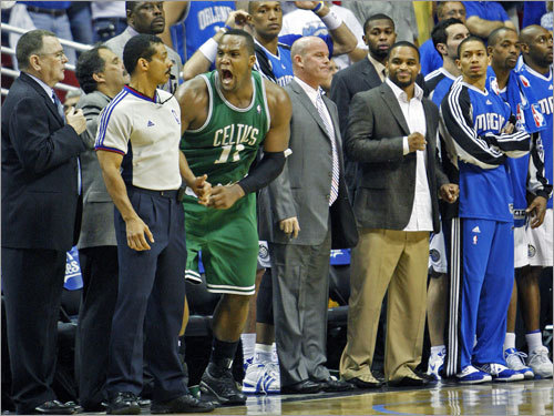 Magic players reacted after Glen Davis (center) hit the winning jump shot at the buzzer.