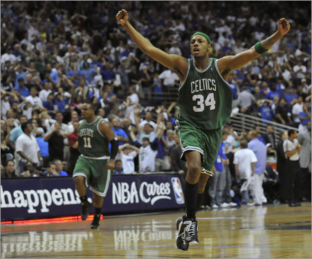 Celtics captain Paul Pierce (right) reacted after Glen Davis (left) hit the buzzer beater in Game 4.