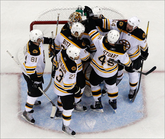 The Bruins celebrate with goaltender Tim Thomas following their Game 6 triumph.