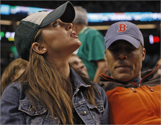 Actress Eliza Dushku and former Celtic Rick Fox sat courtside for Game 7 at the Garden.