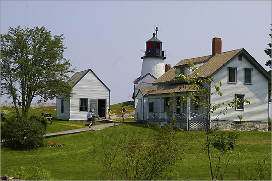 Located at the west entrance to Boothbay Harbor, this lighthouse - built in 1821 - is run by the state's Department of Marine Resources as an educational center. Tours of the lighthouse and the surrounding grounds take place Monday and Thursday afternoons until September.