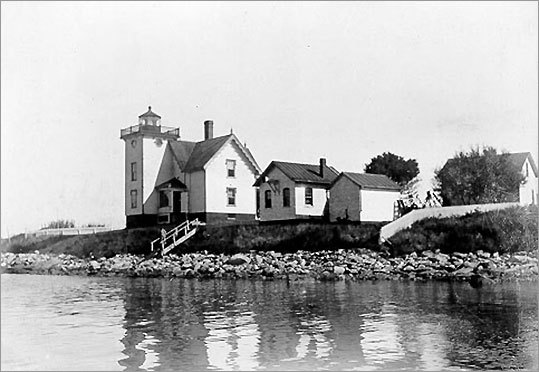 This Jamestown lighthouse was built in 1886 primarily to assist the ferry between Jamestown and Newport. Today, the lighthouse, a private residence, is inactive and not open to the public.