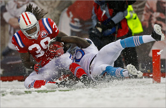 Oct. 18, 2009: Patriots 59, Titans 0 The Patriots improved to 11-0 in snow games at home in Foxborough after building a 45-0 halftime lead -- the largest halftime lead in NFL history. Running back Laurence Maroney got the scoring started when he dragged Titans cornerback Jason McCourty -- yes, Devin's brother -- through the snow and into the end zone. Maroney ran for 123 yards on 16 carries, quarterback Tom Brady passed for 380 yards and six touchdowns and three of Randy Moss's eight catches were for touchdowns.