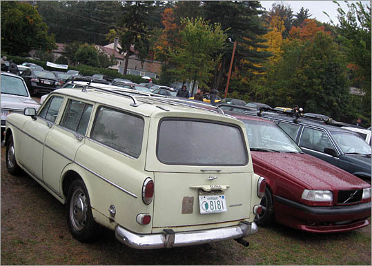 A 1960s-era Volvo 122 'Amazon' wagon (note the rust) sits next to a Volvo 850 wagon.