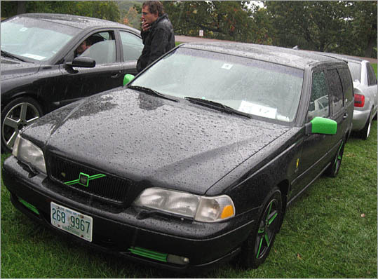 The owner of this 1998 Volvo V70 has tastefully applied bits of fluorescent green paint to the mirrors, grill trim, and wheels.