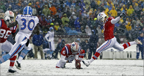 Stephen Gostkowski added to the lead with this 33-yard field goal kick at the end of the first quarter.