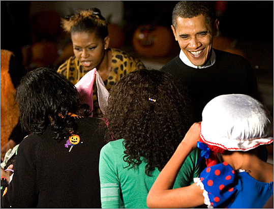 President Obama and first lady Michelle Obama gave out Halloween candy and dried fruit at the White House yesterday. More than 2,000 trick-or-treaters came to the event.