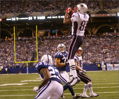 Randy Moss (81) goes up for his second TD of the game that put the Patriots up 31-14 early in the fourth quarter.