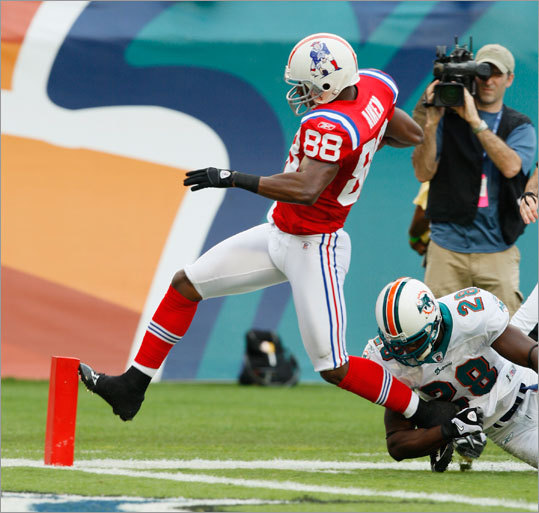 Wide receiver Sam Aiken (88) scored on an 81-yard touchdown pass. Safety Gibril Wilson (24) defended unsuccessfully.