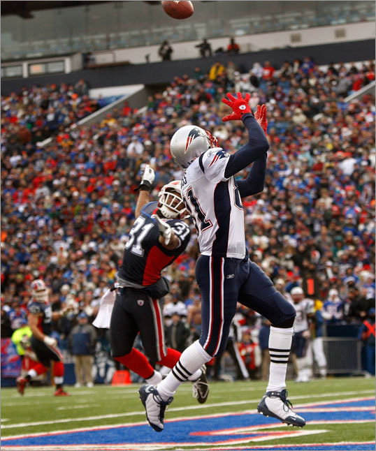 Patriots wide receiver Randy Moss (81) beat Bills cornerback Jairus Byrd (31) to the back of the end zone for a touchdown reception in the second quarter.