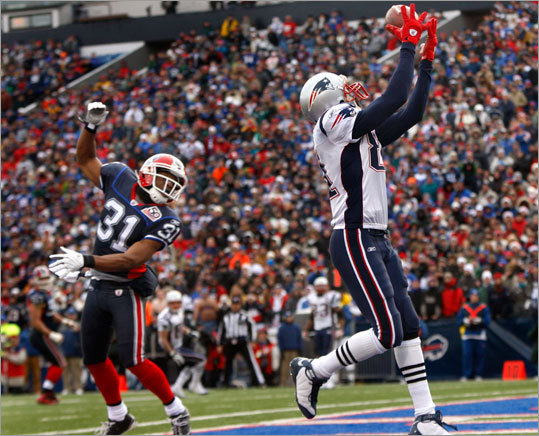 Randy Moss made the reception for the Patriots' first touchdown in the first half.