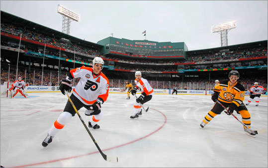 Chris Pronger (left) and Blair Betts of the Flyers and Vladimir Sobotka of the Boston Bruins waited for the puck to come around the boards.