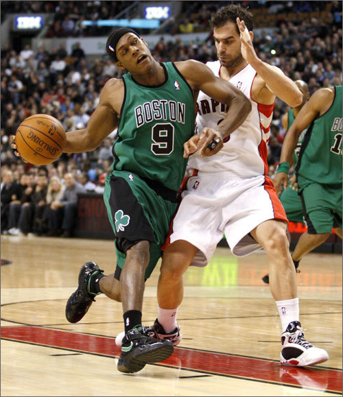 Rajon Rondo drove to the basket while Raptors point guard Jose Calderon guarded him tight in the first half.