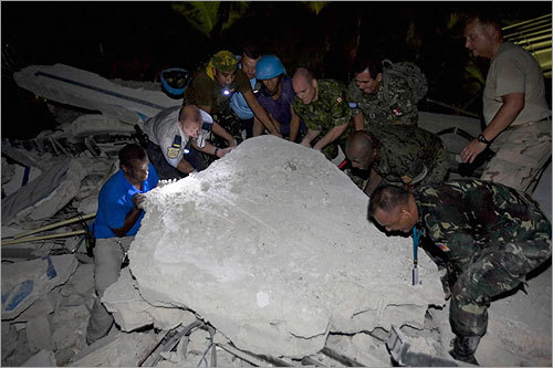 UN peacekeepers from the Philippines helped in search and rescue efforts at the collapsed UN headquarters in Port-au-Prince, where a number of staff members and peacekeepers were trapped.