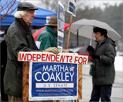 Michael O'Keefe stumped for Martha Coakley at Marshfield High School.
