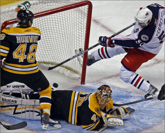 Blue Jackets' Antoine Vermette beats Bruins goalie Tuukka Rask to tie the game in the third period.