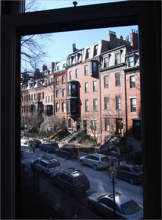 But in September 2008, just as the couple put the building up for sale for $8.95 million, the luxury housing market froze like the Charles River in February.