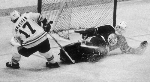 Stan Jonathan Widely considered the best pound-for-pound fighter in Bruins history, the 5-foot-8, 175-pound Jonathan is remembered for one brawl more than any other: A beating administered to the Canadiens' Pierre Bouchard on May 21, 1978. Despite Bouchard's size advantage -- he was 6-foot-2 and 205 pounds -- Jonathan withstood an early flurry of punches, then dropped Bouchard with a rapid-fire sequence of lefts that left the Canadien with a broken nose and cheekbone. It probably goes without saying that Jonathan, who spend nearly six full seasons in Boston, was a tremendously popular player.
