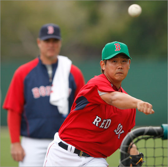 Pitching coach John Farrell (rear) also watched Daisuke Matsuzaka's batting practice session closely.