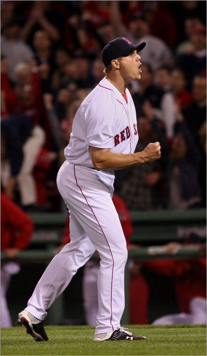 Jonathan Papelbon closed out the Red Sox' 9-7 victory over the Yankees on Sunday at Fenway Park. Papelbon faced four batters, allowing only Jorge Posada's single.