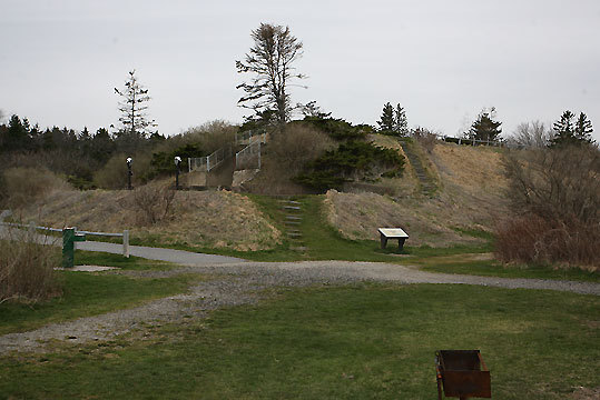 At Two Lights State Park, visitors will find seaside trails along ocean bluffs and through hilly, wooded glades along with 41 acres of rocky headlands.