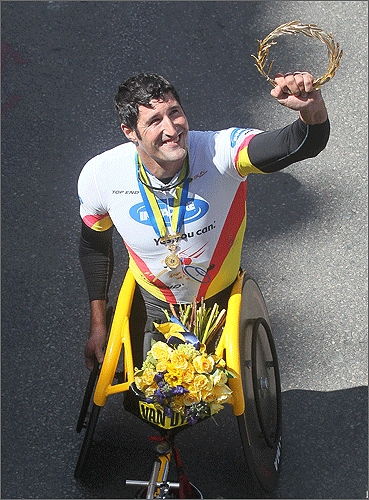 Van Dyk held up a laurel wreath, a traditional award to marathon winners.