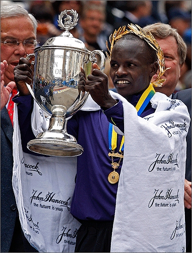 Cheruiyot lifted the trophy and was applauded by Mayor Menino.