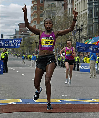 The winner of the women's race, Teyba Erkesso of Ethiopia, crossed the finish line with an unofficial time of 2 hours 26 minutes 11 seconds, with second-place finisher Tatyana Pushkareva of Russia just 3 seconds behind.
