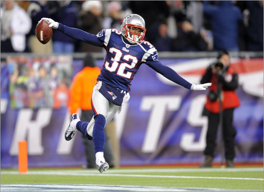 2010: Devin McCourty The Patriots traded down from 22 to 24, then down again to 27, where they chose Rutgers cornerback Devin McCourty. McCourty had a spectacular rookie season, starting all 16 games for the Patriots and making seven interceptions. He was also voted to the Pro Bowl.