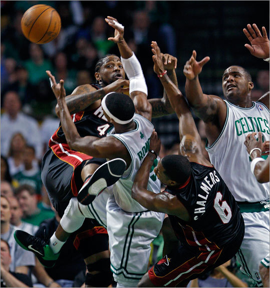 Udonis Haslam, Rajon Rondo, Mario Chalmers and Glen Davis (left to right) battled for a first-half rebound.