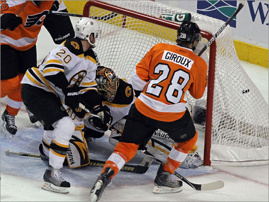 Flyers right wing Claude Giroux (28) scored in the second period to give the Flyers a 3-1 lead.