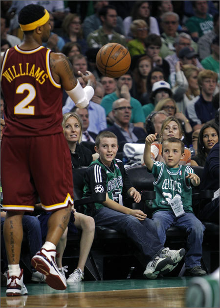 A Celtics fan auditioned for the team by showing his out-of-bounds passing skills to Cavs' point guard Mo Williams.