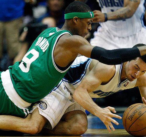 Rajon Rondo and J.J. Redick battled for a critical loose ball that wound up a jump ball late in the fourth quarter.